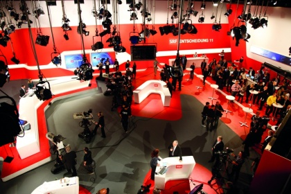 opticamSWITCH Swiss Television election studio, © SRF / Gian Vaitl